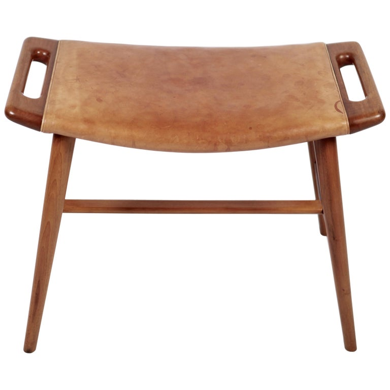 Hans J. Wegner, AP-30 Piano Bench in Mahogany & Original Natural Leather, 1950s