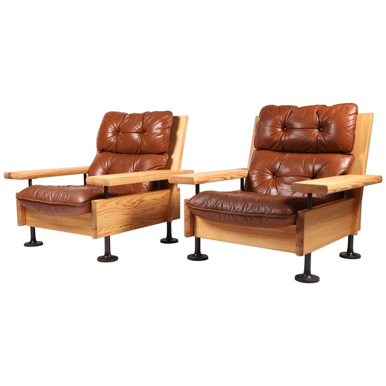 Hannu Jyräs, Pair of Unique Easy Armchairs in Oregon Pine & Leather, 1970s